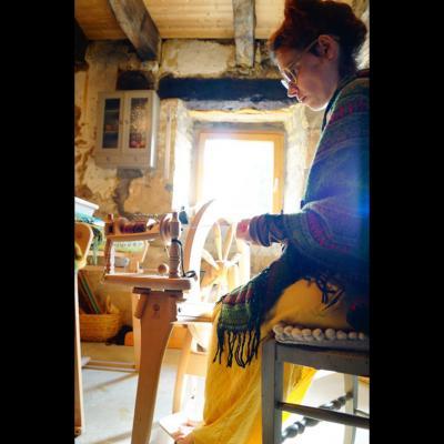 Filage de la laine au Rouet