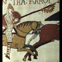 Bannière au corbeau sur la tapisserie de Bayeux