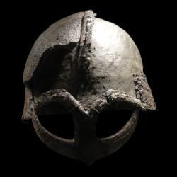 Casque trouvé dans la tombe d'un chef Viking, Xème siècle, Norvège