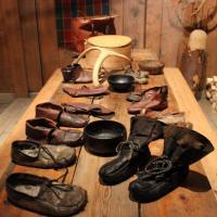 Chaussures vikings au Musée Lofotr, Lofoten, Norvège