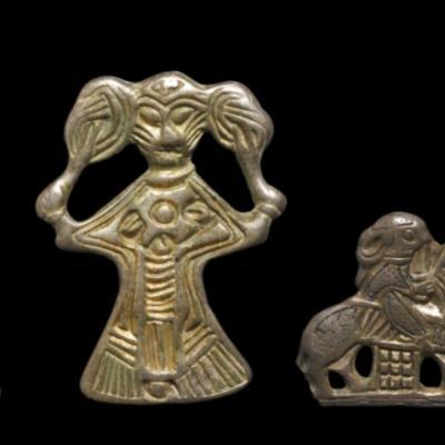 Danemark - Figurines de femmes du Xème siècle, découvertes à Tissø - Photo: Roberto fortuna et Kira Ursem / Musée national