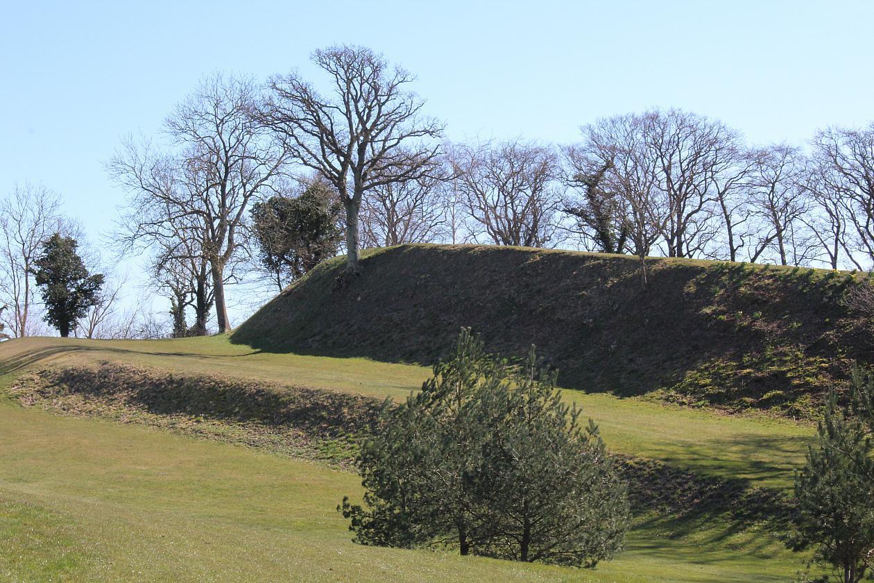 Danemark - La forteresse de Trygge vue de l'arrière et au premier plan la rampe d'accès à l'entrée - Photo: Jakob Olling