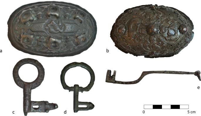 Danemark - La composition des broches et clefs vikings découvertes à Ribe permet de retracer l'évolution de l'artisanat métallurgique - Photo: link.springer.com