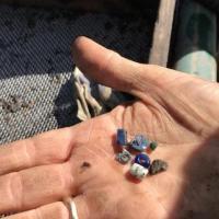 Danemark - Perles et fragments de verre coloré du IXème siècle découverts à Ribe - Photo: Susanne Terman Pedersen