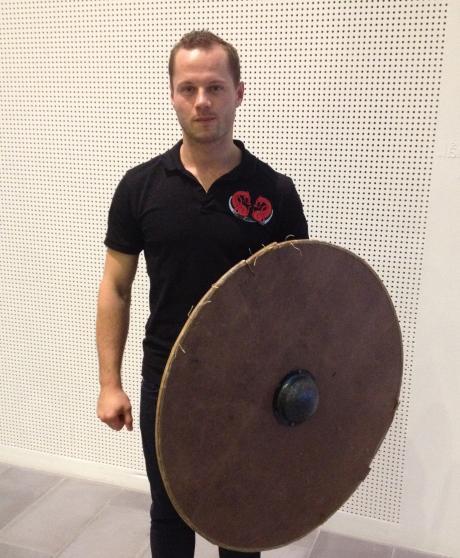 Danemark un archeologue etudie les techniques de combat des vikings