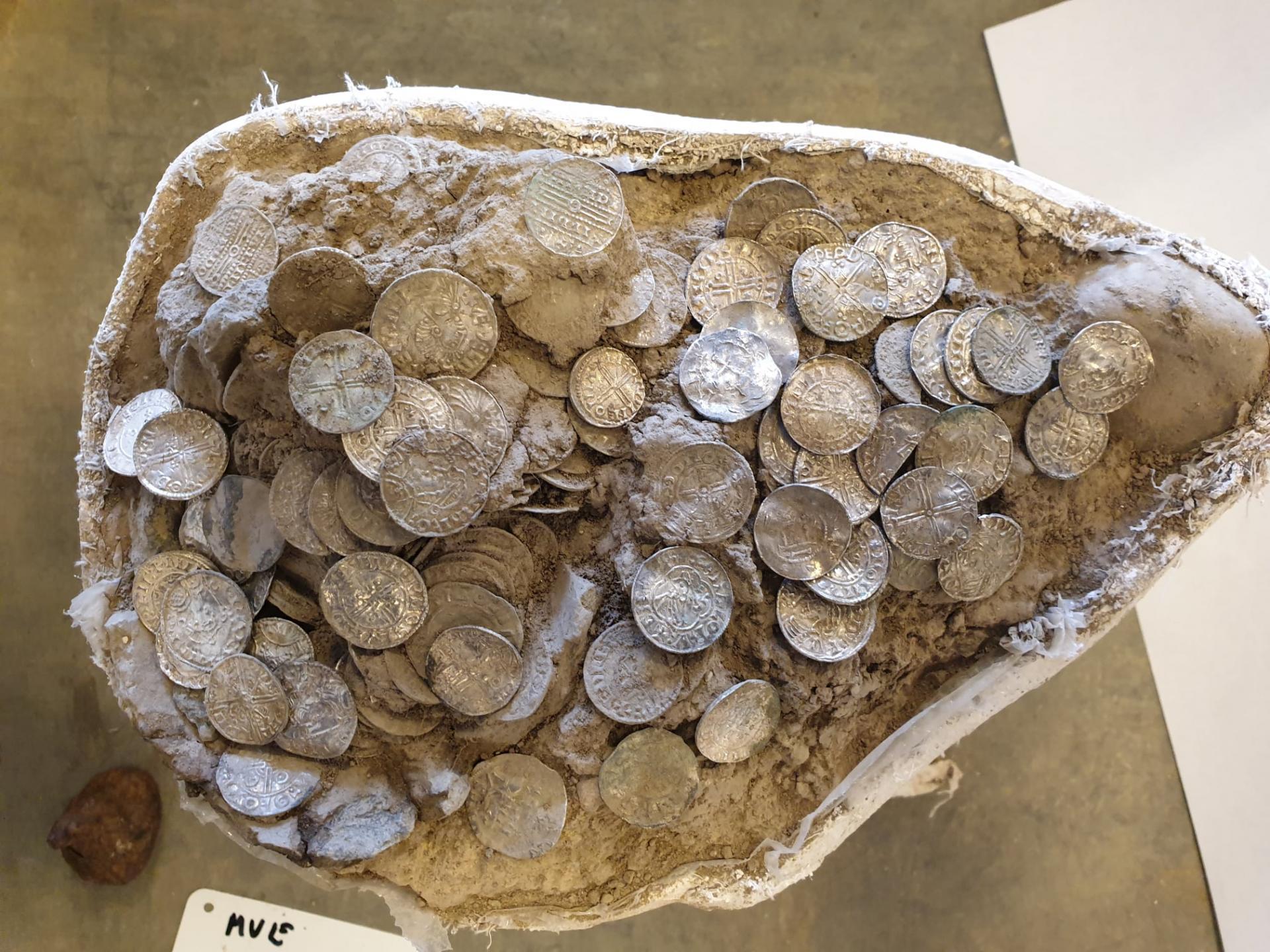 Danemark - Un trésor composé de 600 pièces de monnaie de la fin de l'Âge Viking découvert sur l'île de Seeland - Photo: Sorø Museum