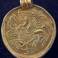 Bractéate (G 205) datant du Vème au VIIème siècle: une représentation du dieu Odin?