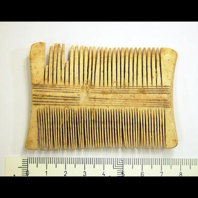 Double peigne d'une seule pièce fait en andouiller de cerf,Götland XIème-XIIème siècle