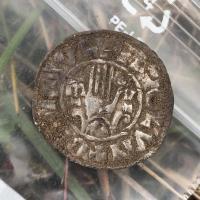 Estonie - L'une des douze pièces en argent de l'Âge Viking découverte à Saaremaa - Photo: Musée de Saaremaa