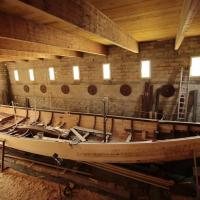 France - Futur espace culturel viking et réparation en cours du navire Gungnir par le charpentier Médérick Lotier - Photo Médérick Lotier