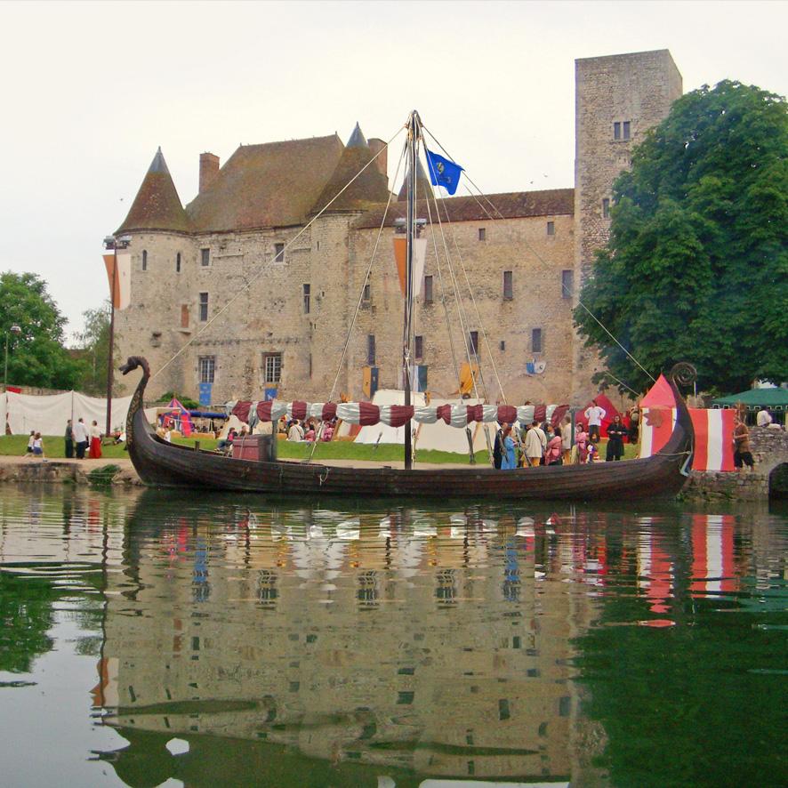 Gungnir devant le château de Nemours