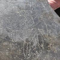 Découverte d'un graffiti de la fin de l'Âge Viking gravé sur une ardoise - Photo: Kevin Weldon et Aisling Collins