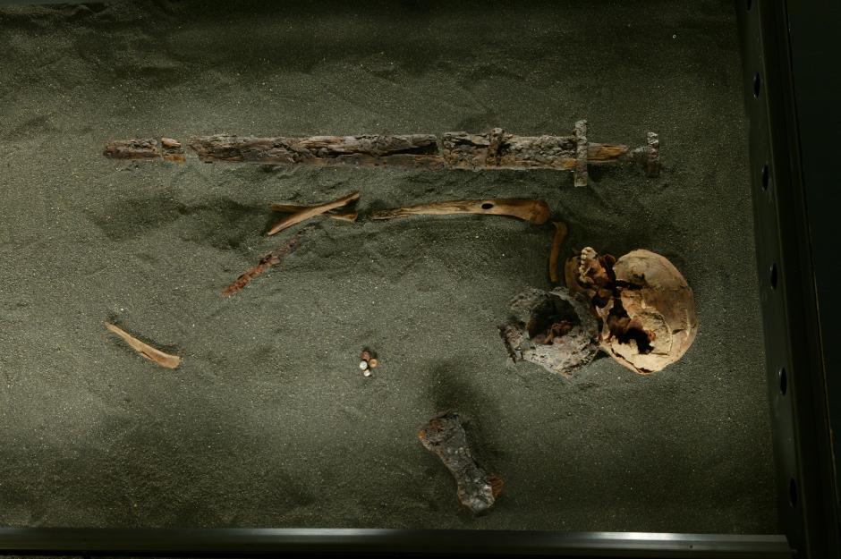 Islande - Squelette découvert en 1947 avec 3 autres, appartenant tous à la première génération de colons - Photo: Ivar Brynjolfsson / Musée national d'Islande