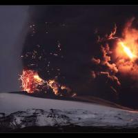 Une éruption volcanique aurait encouragé la conversion au christianisme des colons vikings - Photo: éruption de l' Eyjafjallajökull en 2010 par Orvaratli