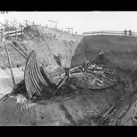 Le bateau-tombe d'Oseberg fut découvert en 1904 - Photo: Olaf Væring / Musée d'HIstoire culturelle d'Oslo