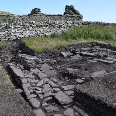 Les orcades - Les murs de pierre de la halle viking de Skaill mis au jour sur l'île de Rousay - Photo: Institut d'Archéologie UHI