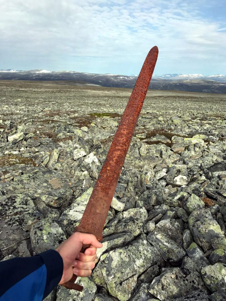 Découverte en haute altitude d'une épée viking - Photo: Einar Åmbakk