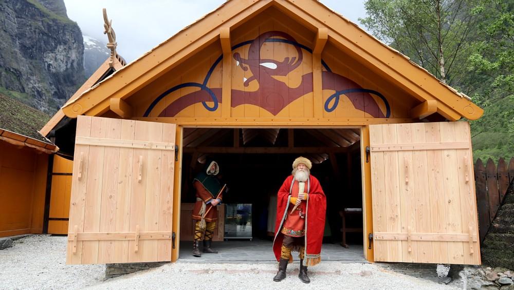 Norvege le chef viking ouvre enfin les portes de son authentique village