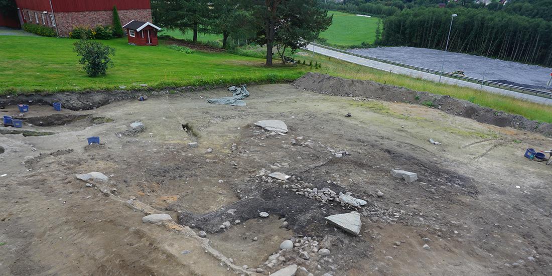 Norvège - Une maison viking découverte en zone rurale à Hovin - Photo: Kristoffer R. Rantala / NTNU