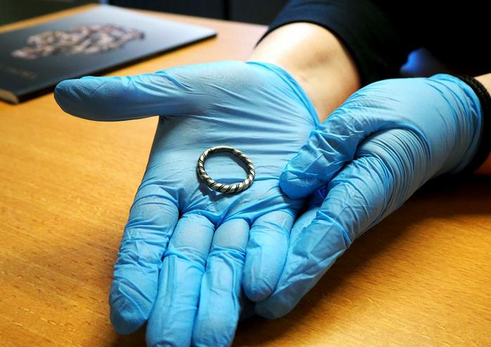 Pays-Bas - Le Musée national des Antiquités a acquis un anneau viking en argent du Xème siècle - Photo: Rijksmuseum van Oudheden