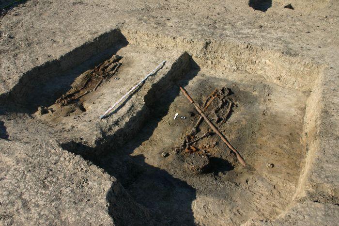 Pologne - Deux des tombes avec des hommes d'origine scandinave lors des fouilles archéologique à Ciepłe - Photo: Z. Ratajczyk