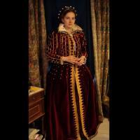 Robe de Marie Stuart confectionnée par l'Atelier de Mahonaghan d'après le tableau peint par François Clouet