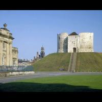 La tour Clifford, bâtie au XIIIème siècle, sous Henri III, et la motte vestige de la période de Guillaume le Conquérant, à York, Royaume-Uni