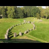 Tertre funéraire et tombes naviformes à Anundshög, Suède
