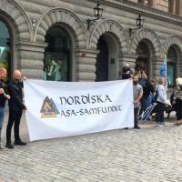 Suède - Manifestation du 24 Mai à Stockholm organisée par Nordiska Asa pour défendre la liberté de culte et les symboles nordiques - Photo: Nya Dagbladet