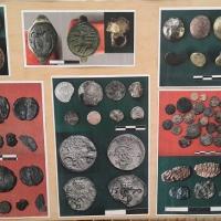 Ukraine - Une partie des objets découverts sous la place Poshtova - Photo: rbc.ua