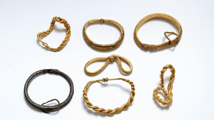 Découverte de 7 bracelets de l'Âge Viking - Photo musée de Sønderskov